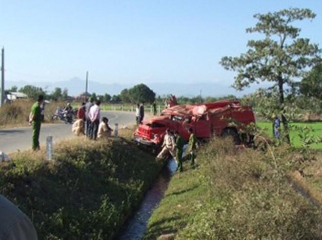 Xe chữa cháy lộn nhào, 7 chiến sĩ bị thương