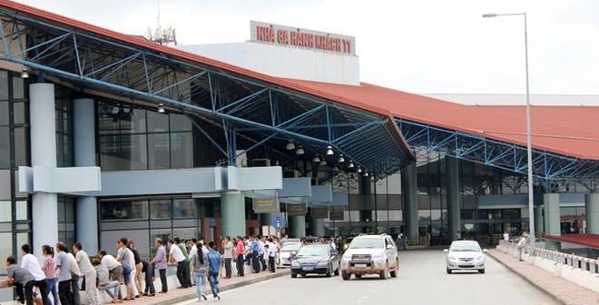 """Khách hàng giật mình vì giá gửi xe """"cắt cổ"""" tại sân bay Nội Bài"""