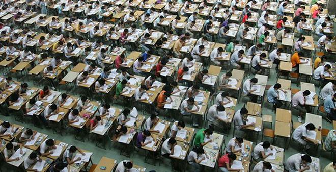 Học sinh gian lận, sao chép bài thi sẽ bị phạt tù đến 7 năm