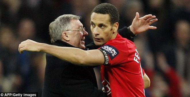 """Sao Man United """"họp kín"""", an ủi Rio Ferdinand"""