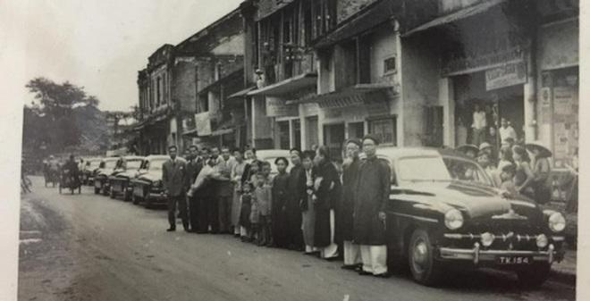 Gặp cô dâu đại tiểu thư đám cưới nguyên 'dàn siêu xe' ở Hà Nội xưa