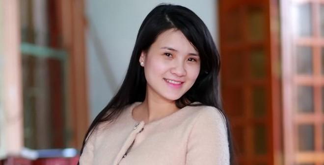 Khánh Chi cùng chồng về dự đám cưới anh trai Công Vinh