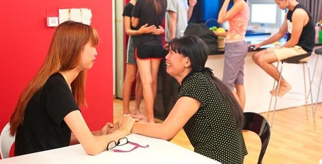 Mẹ Hồng Xuân ức chế đến ngất xỉu vì con gái bị Quán quân Hương Ly 'chơi xấu' trước giờ lên sóng