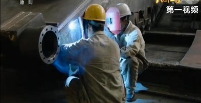 """VIDEO: Bên trong nhà máy chế tạo """"vua tăng châu Á"""" của Trung Quốc"""