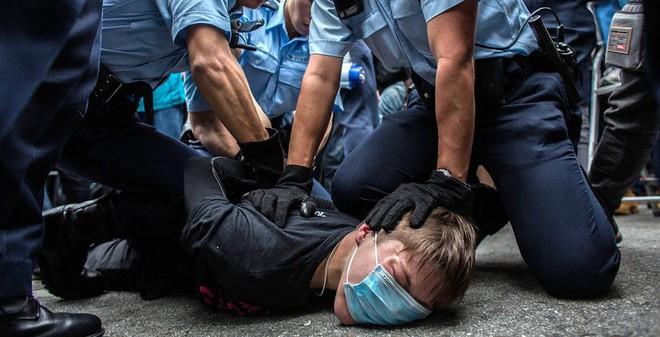 24h qua ảnh: Người biểu tình Hồng Kông bị cảnh sát trấn áp