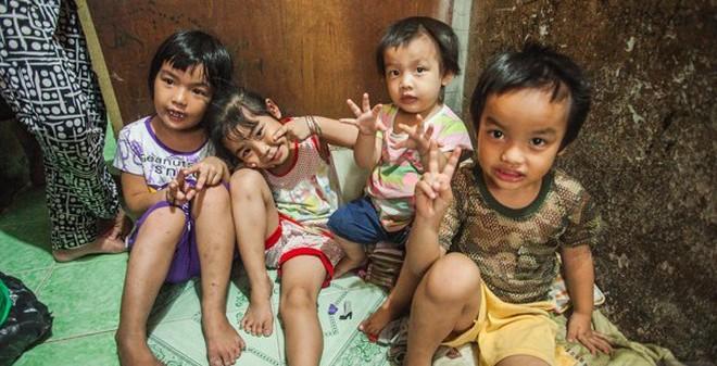 20 người chen chúc trong ngôi nhà 18m2 ở Sài Gòn