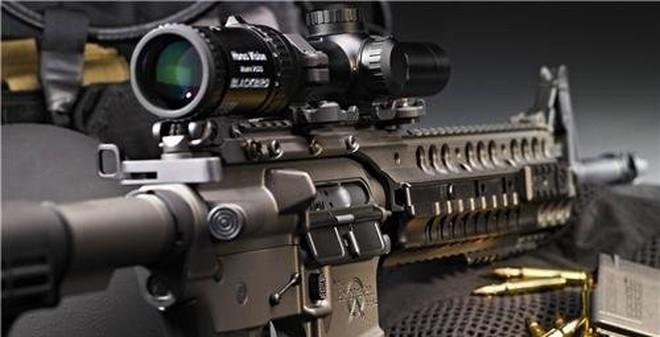 """Xem AK-47 """"đọ sức"""" cùng AR-15 về độ sát thương"""