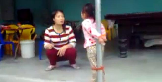 Tranh cãi gay gắt việc trói con vào cột, dạy bảo bằng roi