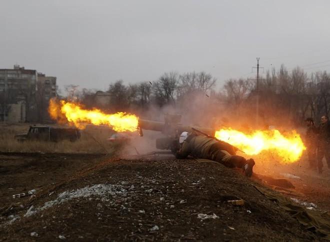 24h qua ảnh: Chiến binh ly khai Ukraine phóng tên lửa chống tăng