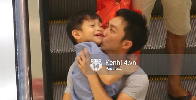 Lộ ảnh Cường Đô la đưa Subeo đi chơi cực tình cảm trong lúc Hà Hồ tổ chức họp báo