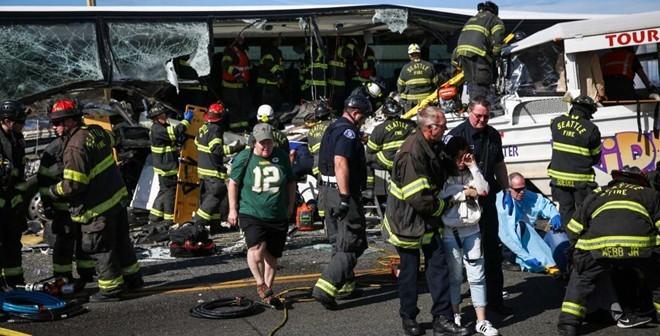 Hiện trường vụ xe bus chở 29 du học sinh Việt gặp tai nạn ở Mỹ