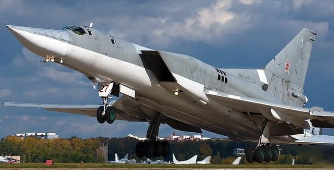 Chiến đấu cơ Đan Mạch xuất kích chặn máy bay ném bom Nga