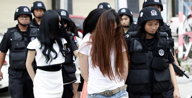 """Cảnh sát """"cất vó"""" 113 nam thanh nữ tú đang """"thác loạn"""""""