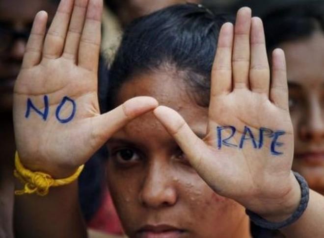 Kinh hoàng: Bé gái vừa chập chững biết đi bị cưỡng hiếp tập thể