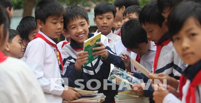 """Học sinh Bắc Giang đọc """"ngấu nghiến"""" những cuốn sách """"lạ"""""""
