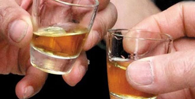 """""""Tiểu xảo"""" giúp quý ông uống bia rượu không say"""
