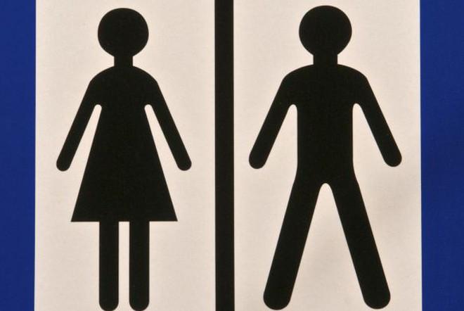 Biểu tượng trên phòng vệ sinh nữ không phải là chiếc váy?