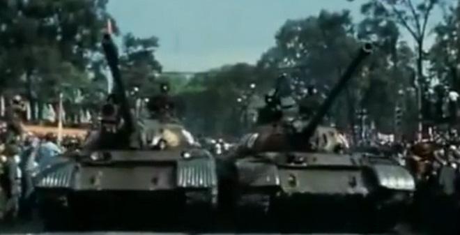 [VIDEO] Hoành tráng lễ duyệt binh đầu tiên mừng chiến thắng 30/4