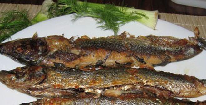 """Điều """"cấm kỵ"""" khi ăn cá bạn không bao giờ được mắc"""