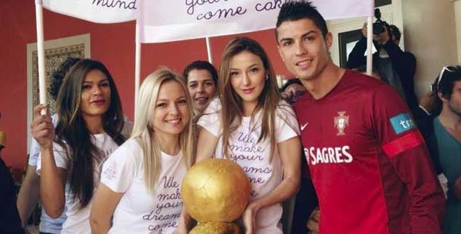 """Tiết lộ thú vui khiến chị em """"phát cuồng"""" của Ronaldo"""