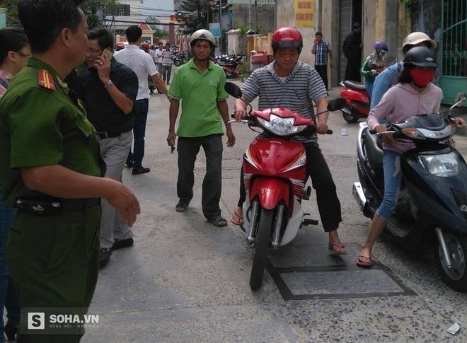 Vừa dắt xe ra cổng, một người nước ngoài bị kẻ lạ nổ súng bắn gục
