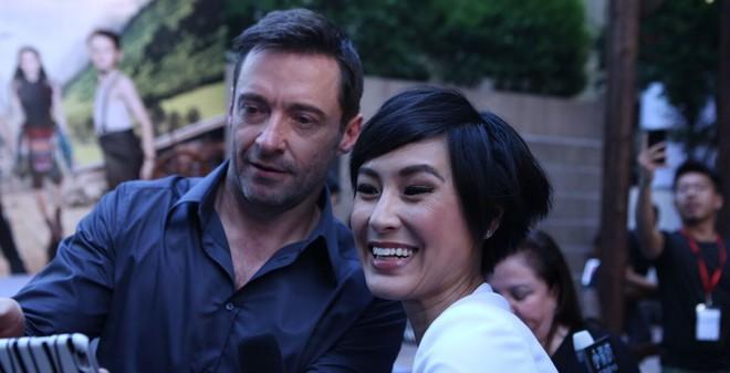 Kathy Uyên xinh đẹp rạng rỡ bên Hugh Jackman