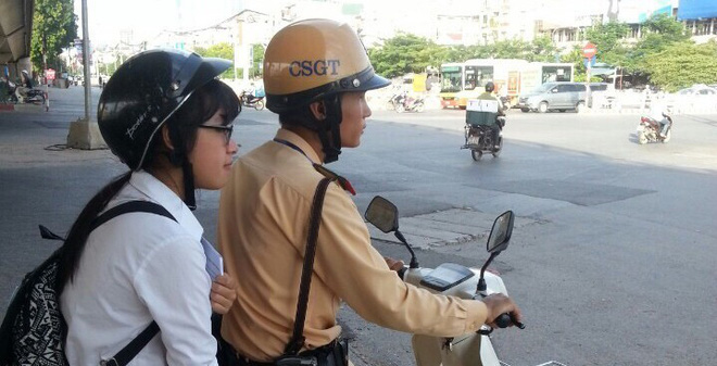 Hà Nội: Cha đưa con đi thi tốt nghiệp bị tai nạn