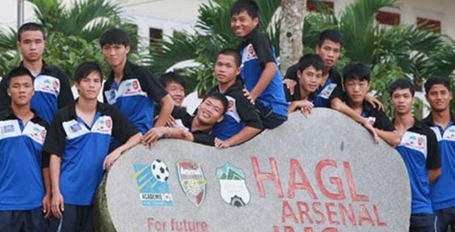 Phía sau học viện bóng đá