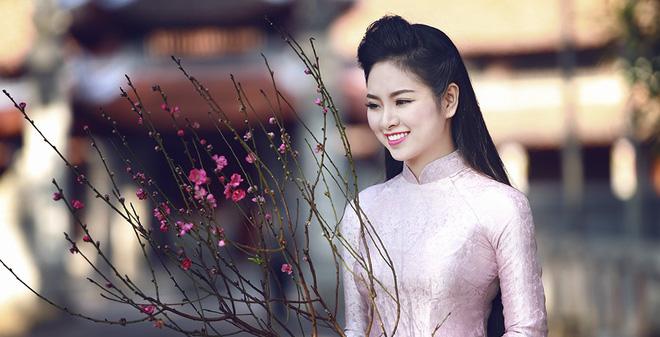 Hoa hậu Ngọc Anh khoe nét xuân thì