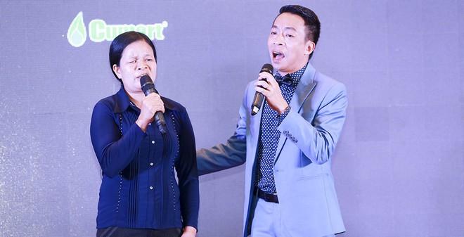 Người phụ nữ khiếm thị được Lê Minh Sơn, Việt Hoàn trân trọng