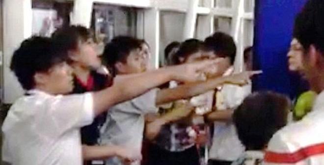 Đánh nhân viên hàng không, 6 du khách Trung Quốc bị bắt