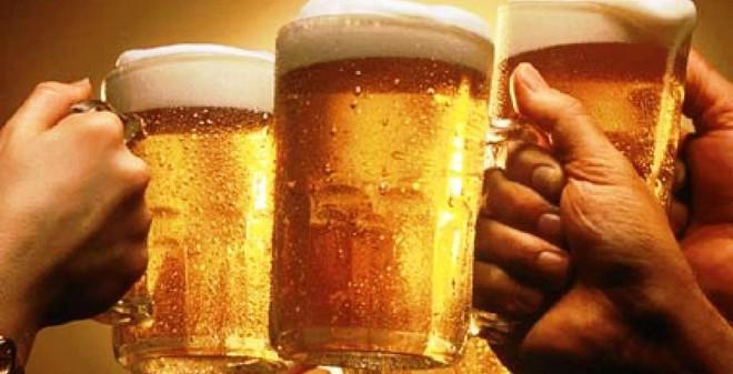 """Sai lầm """"chết người"""" khi uống bia quý ông nào mắc phải bỏ ngay"""