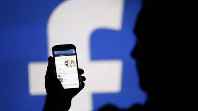 Rút quyết định xử phạt cán bộ chê chủ tịch trên facebook