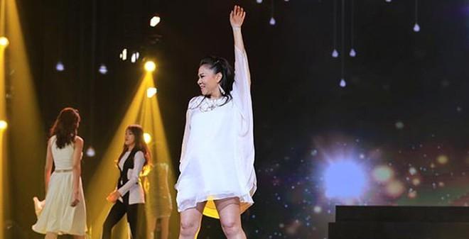 Thót tim khi bà bầu Thu Minh nhún nhảy với giày cao gót