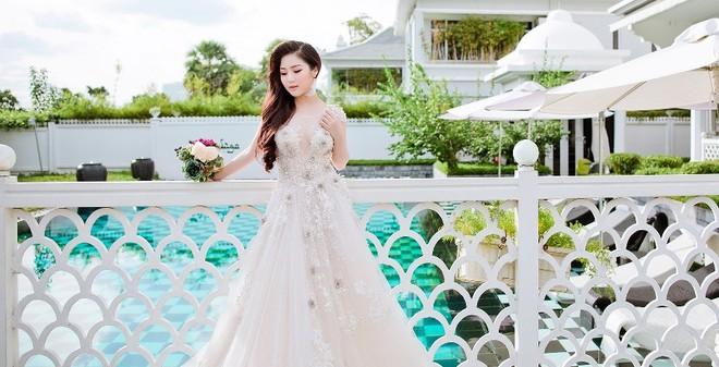 Hương Tràm bất ngờ khoe ảnh diện váy cô dâu