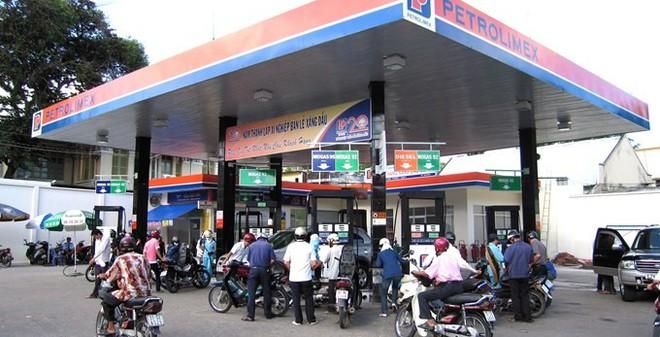 """Sau tăng giá xăng dầu, Petrolimex báo lãi """"khủng"""""""