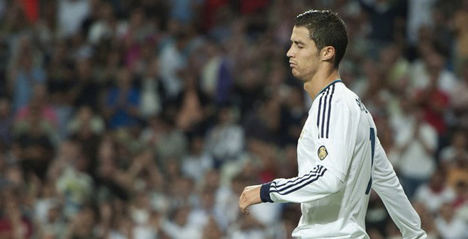 """Ghi bàn cực """"khủng"""" vẫn trắng tay, Ronaldo tính ra đi"""