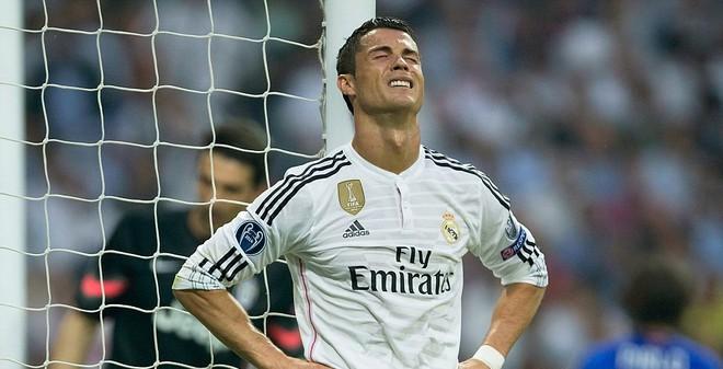 """Ronaldo vượt mặt Real, """"khiêu khích"""" Perez?"""