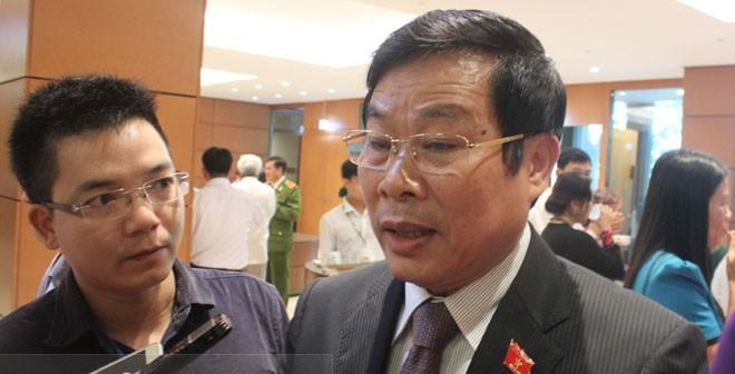 Bị phạt vì chê Chủ tịch tỉnh trên facebook: Bộ trưởng Son nói gì?