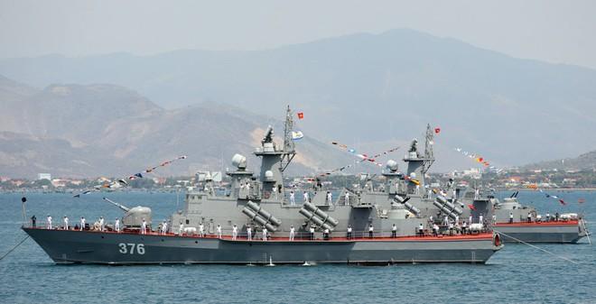 Tàu Molniya Việt Nam thành sát thủ với tên lửa Klub
