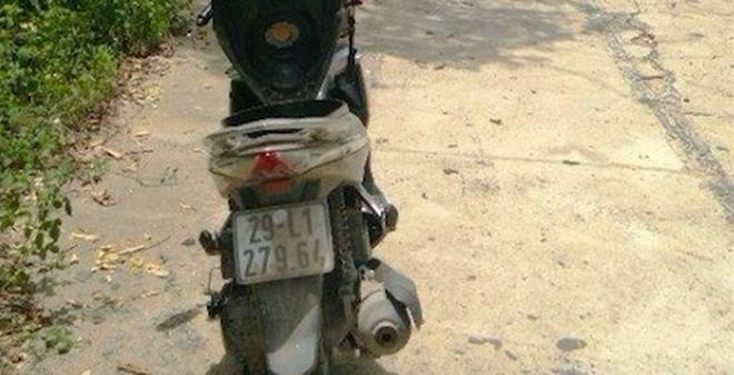 """Bế tắc việc tìm chủ 1,6 tỉ đồng trong xe máy """"quên"""" bên đường"""