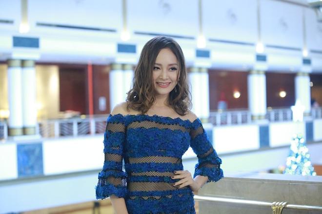 Diễn viên Lan Phương diện váy quá gợi cảm - Ảnh 1.