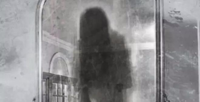 """Bí ẩn """"lời nguyền chết chóc"""" trong chiếc gương Louis Alvarez"""