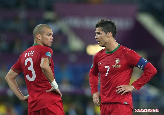 Gã xấu trai, xấu tính nâng bước Ronaldo đến chức vô địch Euro - Ảnh 4.