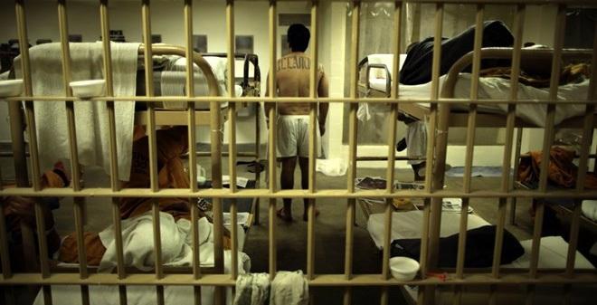 Viễn cảnh kinh hoàng chờ đợi những người ra khỏi nhà tù Mỹ