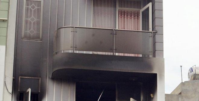 8 xe chữa cháy một căn nhà 4 tầng