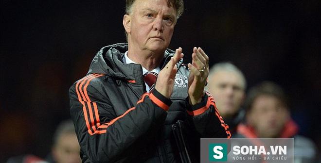 Động thái bất ngờ của Van Gaal trước derby Manchester
