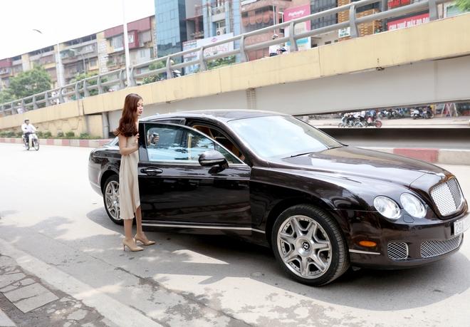 Á hậu Diễm Trang được đưa đón bằng xe sang hơn 10 tỷ đồng - Ảnh 10.