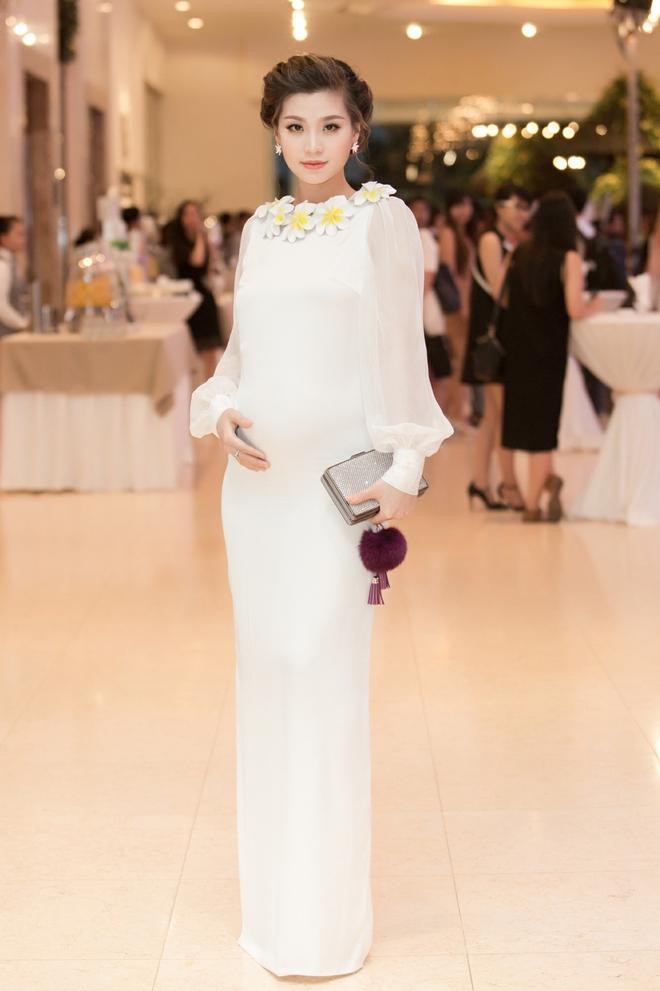 Kỳ Duyên mặc gợi cảm, tự tin đọ sắc cùng Hoa hậu Pháp - Ảnh 7.
