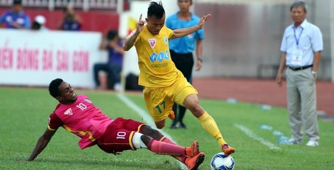 Cầu thủ Việt thể hiện tình yêu nước